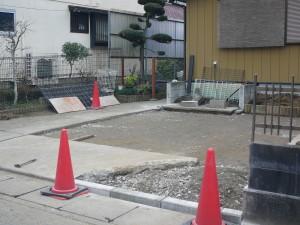 茂原の楽楽屋の駐車場工事1砕石敷き込み