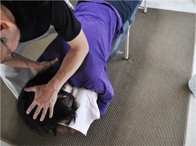 楽楽屋の胸椎施術