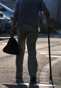 膝が痛い茂原の老人