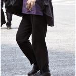 茂原市でカイロプラクティックを探す女性