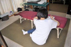 思春期型側弯の原因と考えられる姿勢