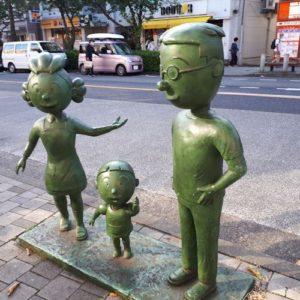 桜新町駅前のふぐた家の銅像
